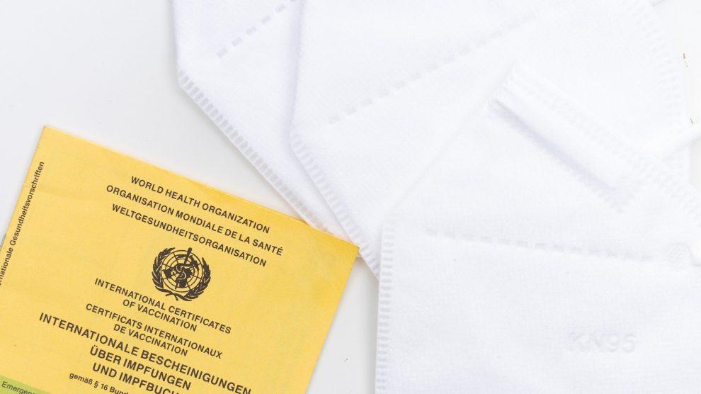 Nicht nur das Herstellen und Verbreiten, auch die Nutzung solcher gefälschten Impfpässe ist strafbar. Symbolfoto: Markus Winkler / Pixabay