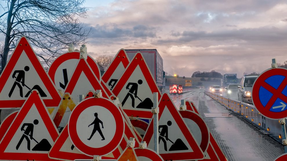 Auf der A1 kommt es durch Markierungsarbeiten zu einer Vollsperrung der Aus- und Auffahrt Osnabrück-Hafen. Symbolfoto: Bruno/Germany / Pixabay